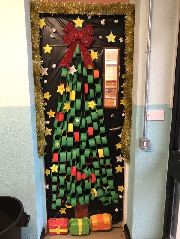 Christmas door decorating competition!
